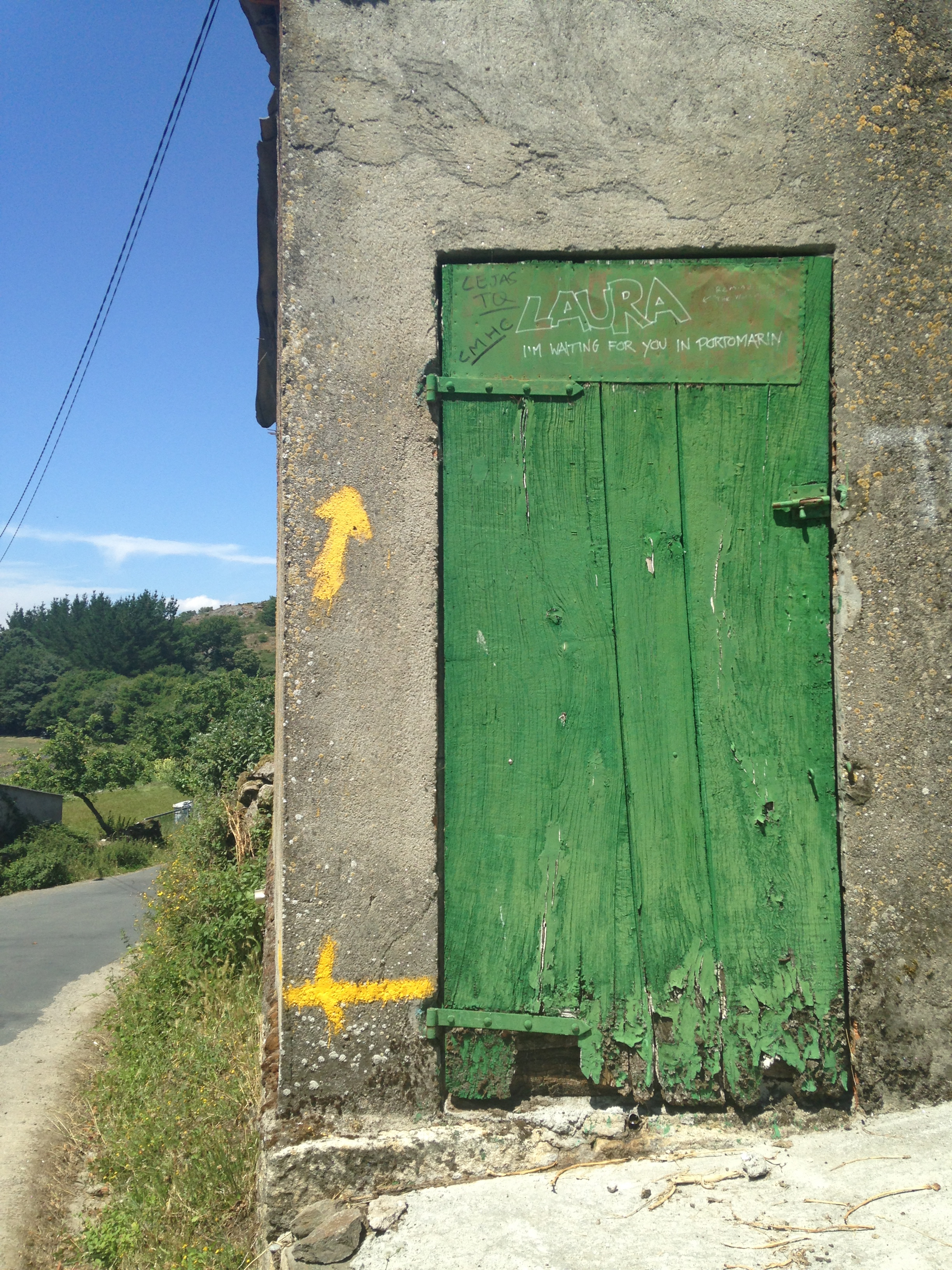 Green door, yellow arrows